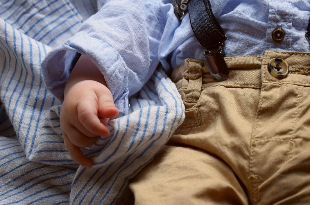 économiser sur l'achat de vêtements pour bébé